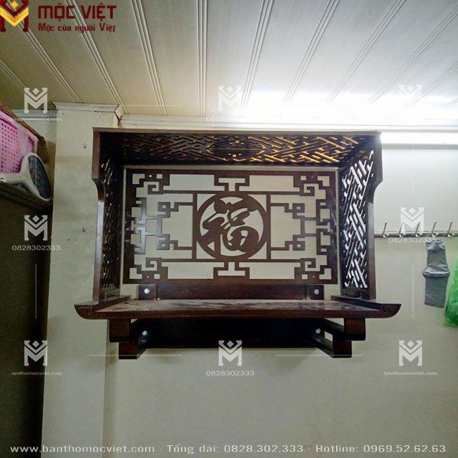 Mẫu ban thờ treo tường đẹp kết hợp vách ngăn và ốp lưng trang trí