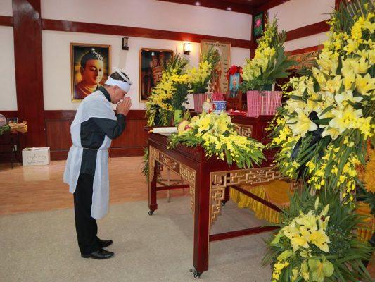 Cách vái lạy trong khi đi đám tang